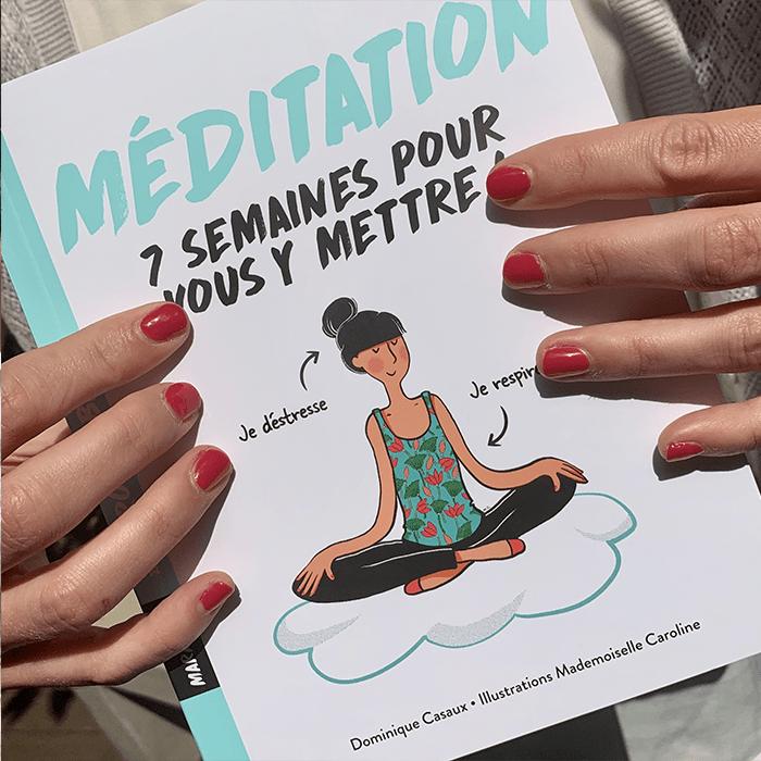 livre méditation 7 semaines pour vous y mettre tenu par mains avec vernis à ongle rouge marinho paris